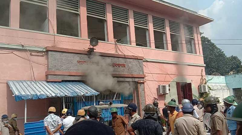 Clash erupts into Dum Dum central jail, inmates set fire