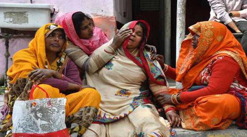 An old woman has lost her House in Delhi Violence