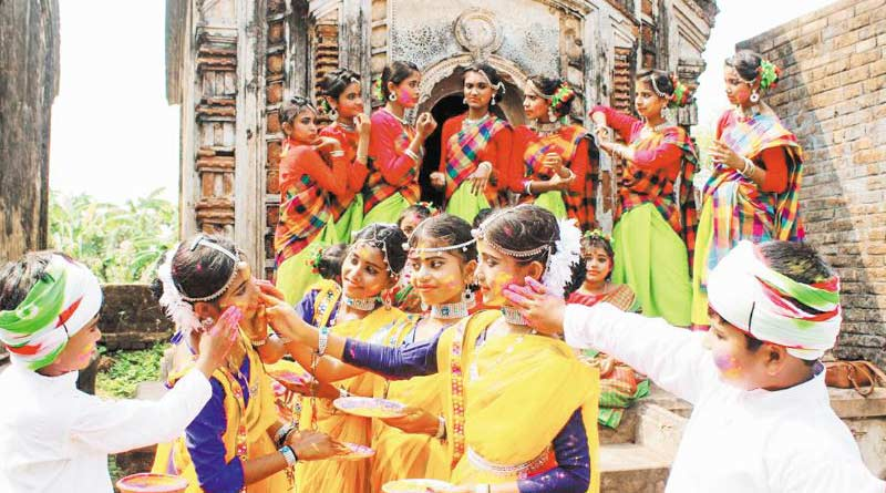 People of all religion enjoyed dol in Midnapore on sunday