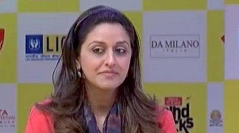 Yes Bank Founder's Daughter Roshni Kapoor Stopped At Mumbai