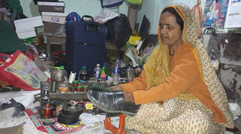 Woman cobbler in North Dinajpur is struggling everyday,salute to her always
