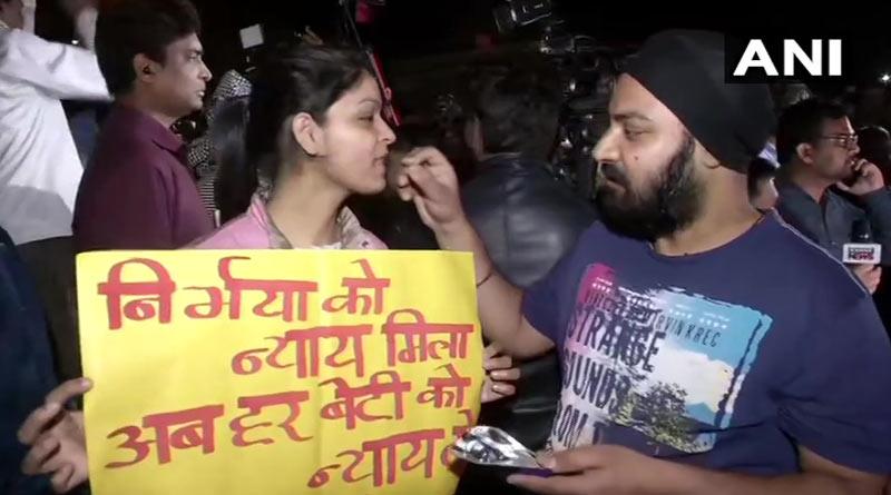 Nirbhaya case: People celebrate & distribute sweets outside Tihar jail