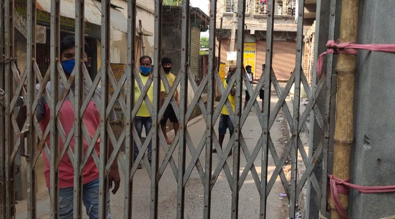 People of Baguiati block their locality by Collapsible gate