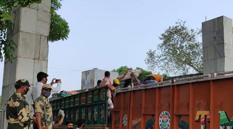 Workers protest at Petrapol border, Bongaon allege mafia menace
