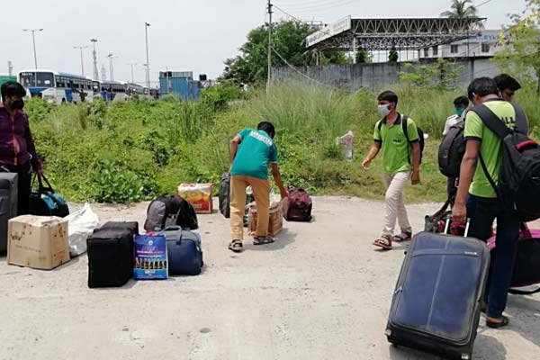 Student-returning-home