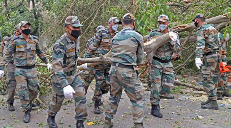 Breaking: Indian Army working very fast to clear the roads of Kolkata