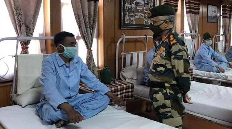 army-chief-visits-leh-hospital-meets-soldiers-injured-in-clash