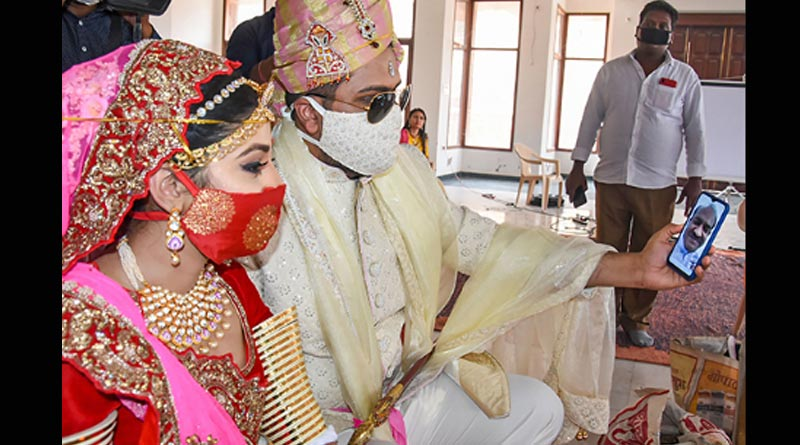 Breaking: Matching mask is now in fashion as bride-groom love it
