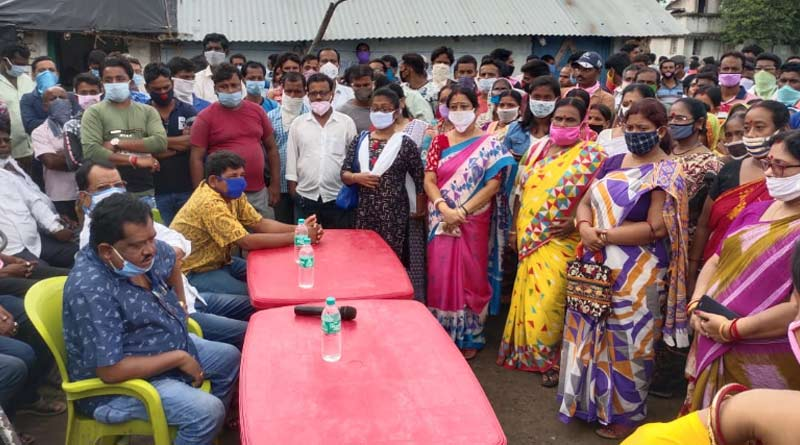 A group of TMC workers stage protest against new co-ordinator at Katwa