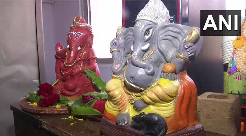 Gujrat's artist makes an idol of lord Ganesha by cow dung