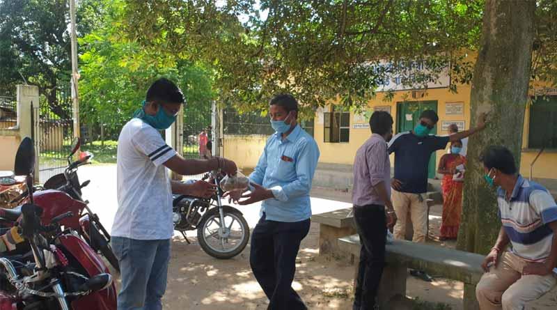 Get free potato after Covid-19 test in Burdwan news in Bengali   Sangbad Pratidin
