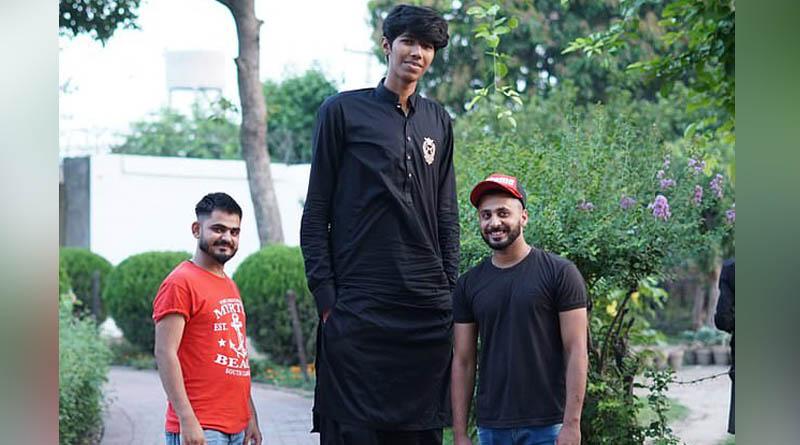 Meet Mudassar Gujjar, 'world's tallest cricketer' hoping to represent Pakistan | Sangbad Pratidin