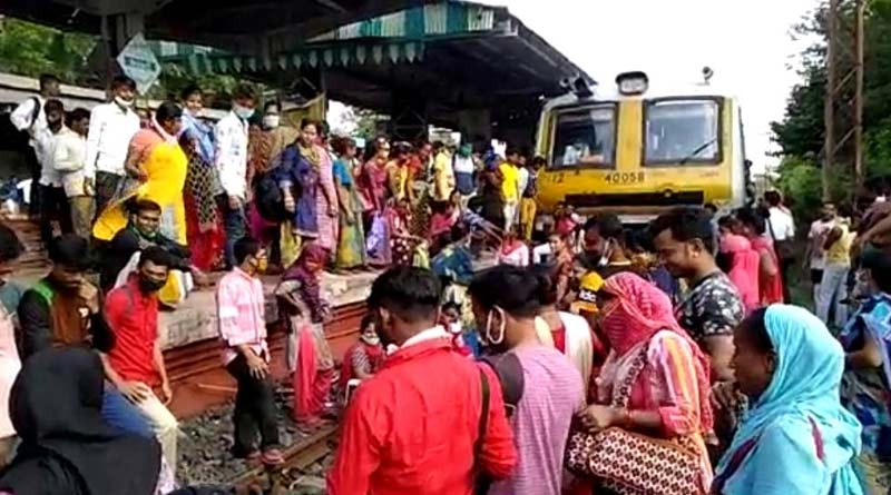 Passengers unable to board special train protest at Baidyabati and other stations  Sangbad Pratidin
