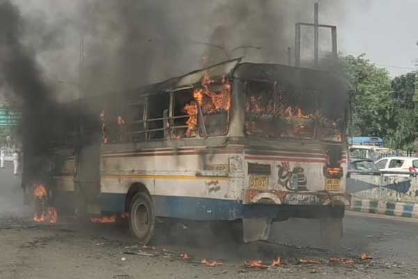 Sudden fire in a bus in kolkata on friday