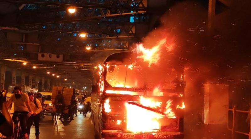 Massive fire at minibus in Howrah bridge sparks huge panic| Sangbad Pratidin