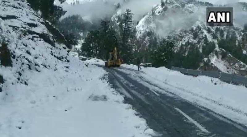 Avalanche Hits Army Post in J&K's Kupwara, One killed   Sangbad Pratidin