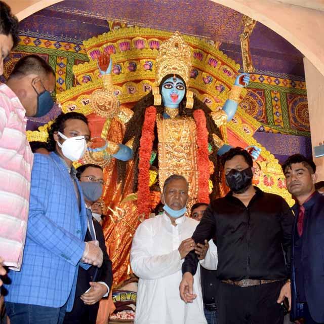 Shakib Al Hasan inaugurates Kali Puja