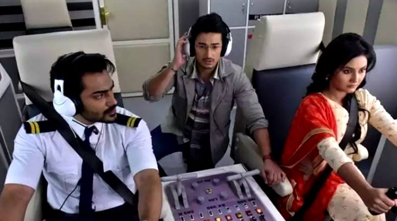 News of Bengali Serial Titli: Netizens can't keep calm after heroine takes the pilot seat without proper training | Sangbad Pratidin