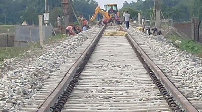 3 gangmen of railway died in a aciident at Duan station of Paschim Medinipur । Sangbad Pratidin