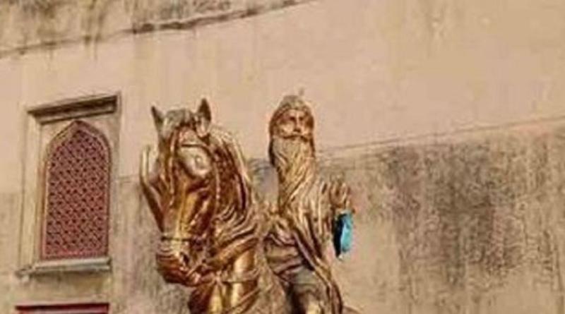 Pak youth desecrates Maharaja Ranjit Singh's statue । Sangbad Pratidin