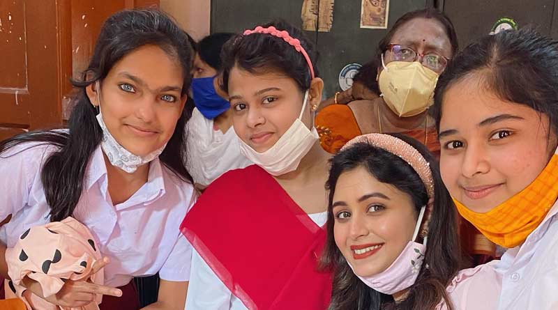Actress Ritabhari Chakraborty celebrated pre Christmas with students of Ideal School For the deaf   Sangbad Pratidin