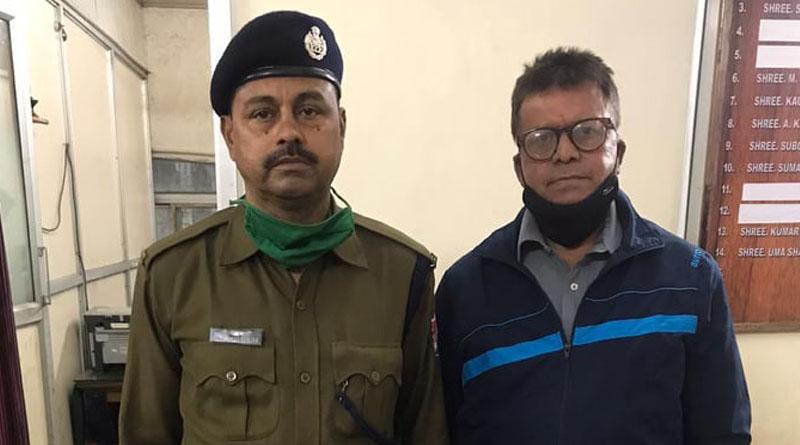 RPF constable saves a man's life in Howrah station | Sangbad Pratidin