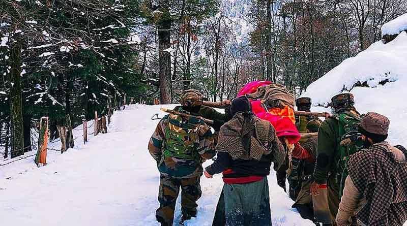 Army jawans wade through knee-deep snow to carry pregnant woman to hospital   Sangbad Pratidin