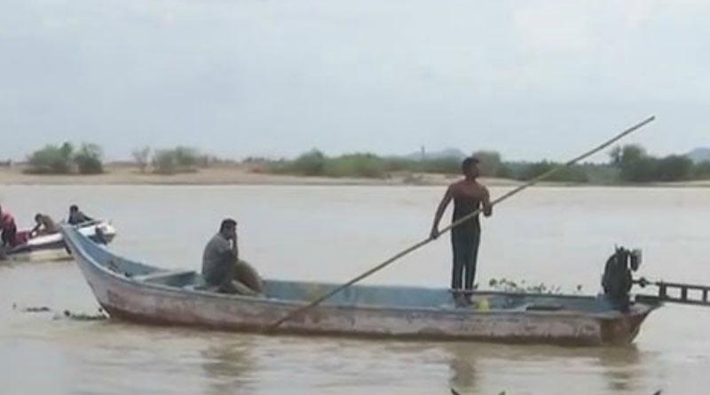 Man died after a boat capsized into a river at Jharkhali, Sunderban|SangbadPratidin
