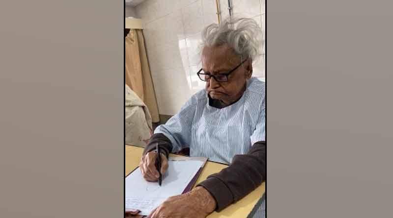 Narayan Debnath drew Bantul sitting in the hospital bed | Sangbad Pratidin