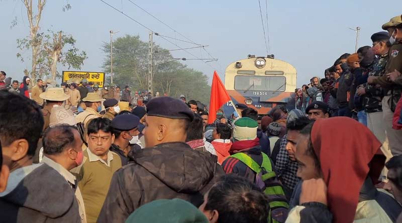 Local people protest on rail track at Krishnagar's Jalalkhali Halt, train services disrupted  SangbadPratidin