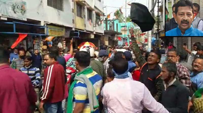 Some people shows black flag at a rally led by BJP leader Rajib Banerjee ।Sangbad Pratidin