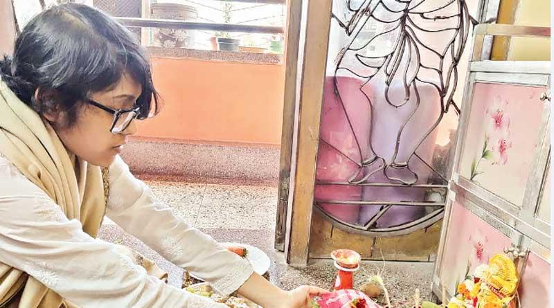 Dum Dum woman in controversy after worshiping Saraswati   Sangbad Pratidin