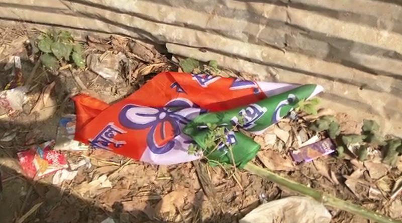 West Bengal Election 2021: allegation of tearing down TMC's flag on Kamarhati | Sangbad Pratidin