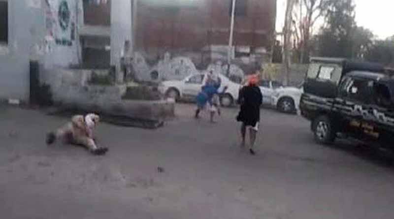 Clashes broke out between police and Nihang Sikhs in Punjab's Tarn Taran । Sangbad Pratidin
