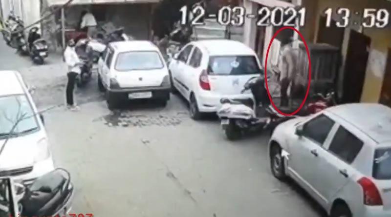 Meerut youths steal woman undergarments on way to offer Namaz in Uttar Pradesh | Sangbad Pratidin