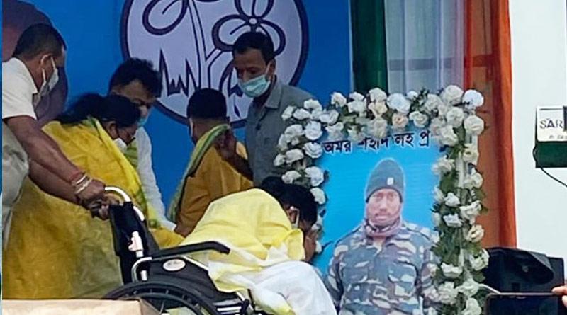 Mamata Banerjee meets keen of CRPF jawan Jagannath Roy