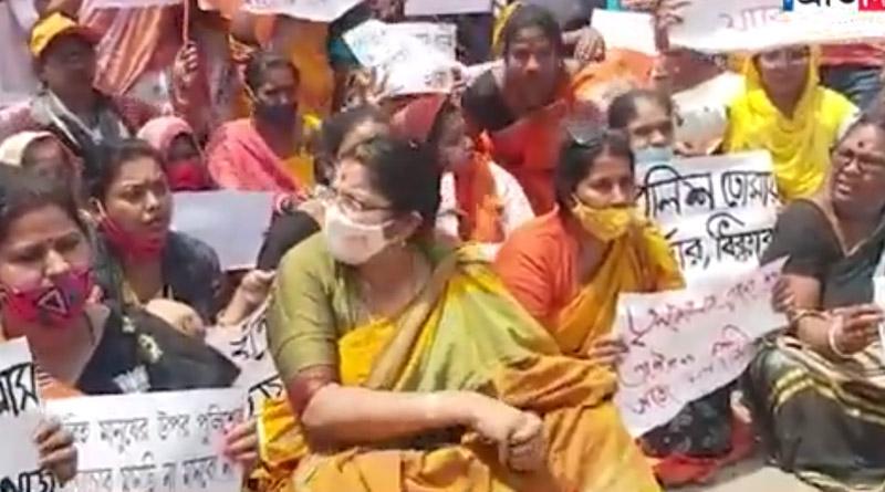 Bengal Polls: BJP Candidate Locket Chatterjee agitation in Bandel against state police | Sangbad Pratidin