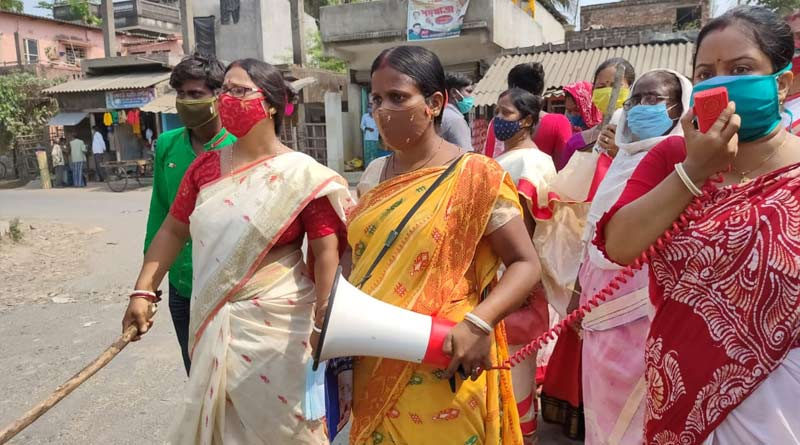 Housewives hit road to spread corona awareness at South 24 Parganas | Sangbad Pratidin