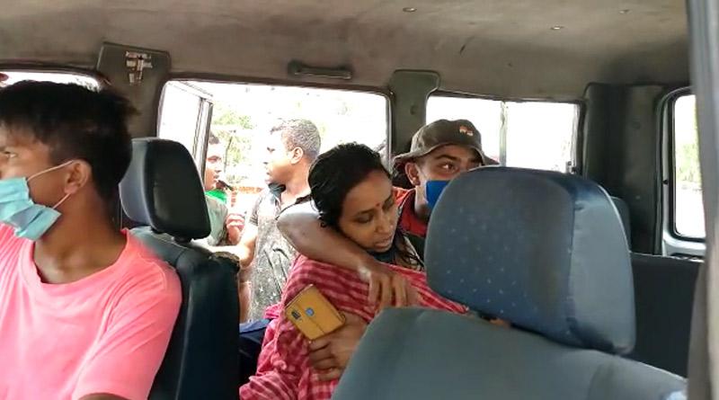 WB Polls 2021: woman vote worker died in Asansol DCRC while taking EVM & VVPAT machine | Sangbad Pratidin