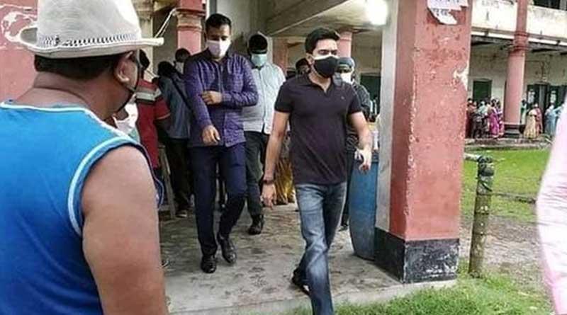 TMC leader Abhishek Bannerjee visits Diamond harbour's relief camp amid cylone 'Yaas'   Sangbad Pratidin