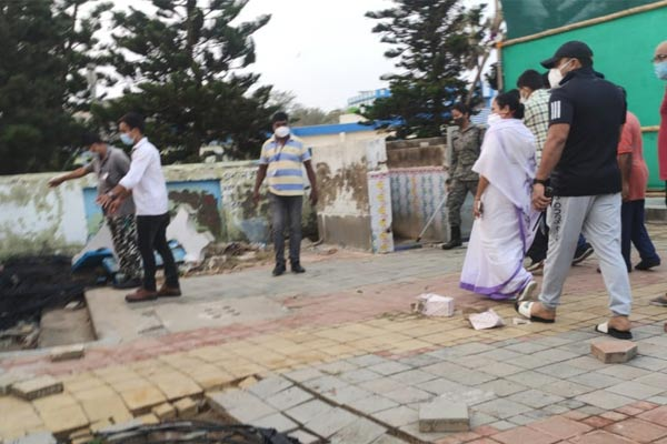 Yaas : CM Mamata Banerjee visits Cyclone Yaas affected areas of Digha sea beach