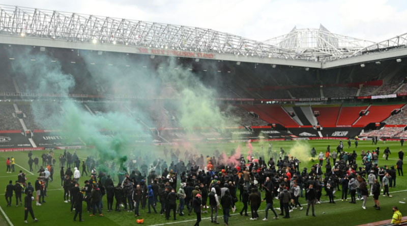 Manchester United-Liverpool match called off after fans storm stadium in protest | Sangbad Pratidin