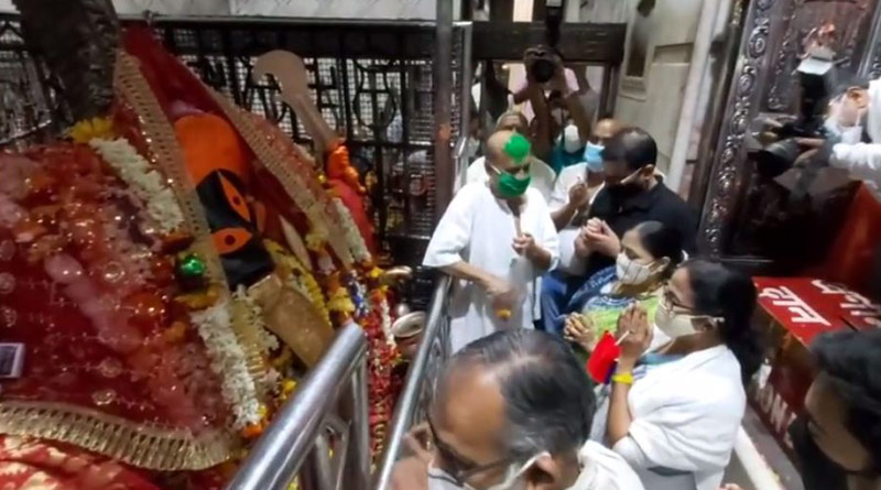 WB Polls 2021: Mamata Banerjee offers her prayer in Kalighat Temple | Sangbad Pratidin