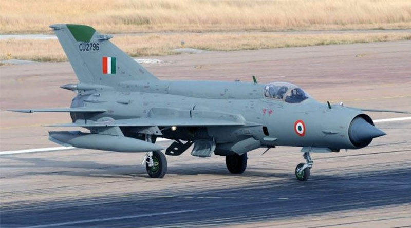 An Indian Air Force MiG-21 fighter jet crashed near Moga in Punjab   Sangbad Pratidin