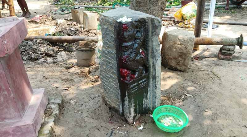 An ancient idol rescued from the ground at Samserganj of Murshidabad । Sangbad Pratidin
