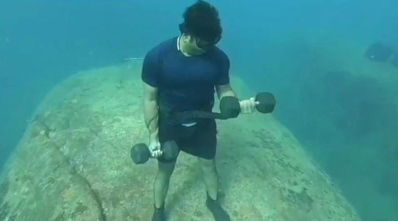 Puducherry man works out underwater to spread awareness about fitness during Covid crisis | Sangbad Pratidin