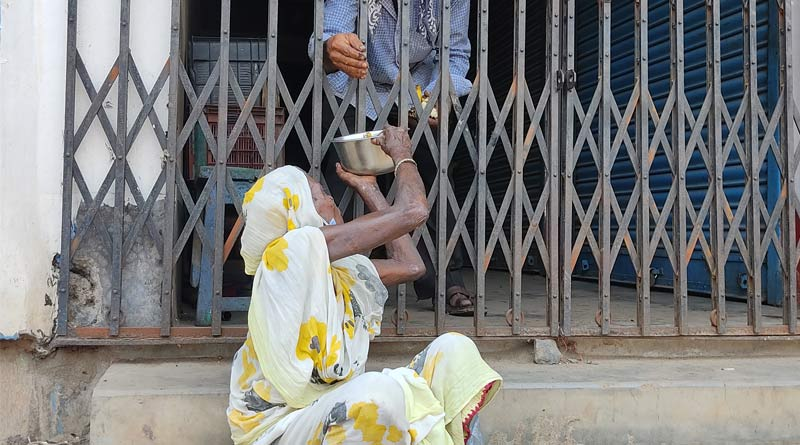 Beggars face the hear as strict corona measures clamped in West Bengal | Sangbad Pratidin