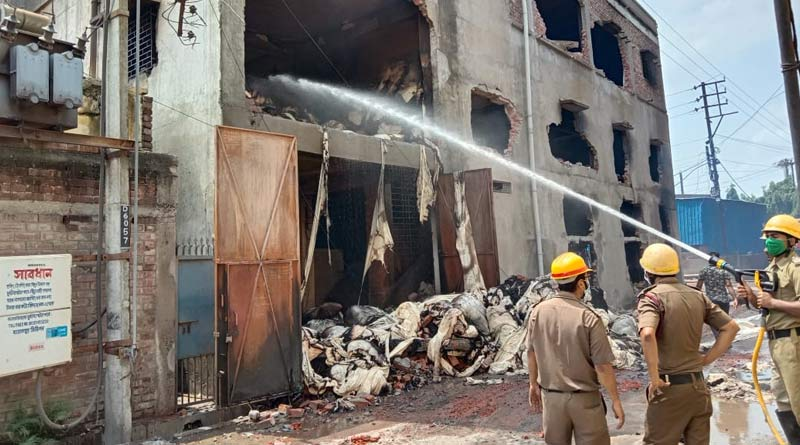 Fire at godown in Park street, 3 fire tenders work to control | Sangbad Pratidin