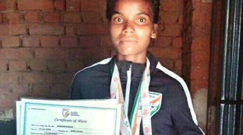 International Footballer Sangeeta Soren Working As Daily-wage Worker   Sangbad Pratidin