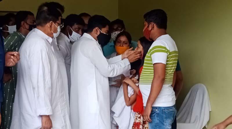 TMC's Abhishek Banerjee stands by the families of people killed by lightning in Murshidabad । Sangbad Pratidin